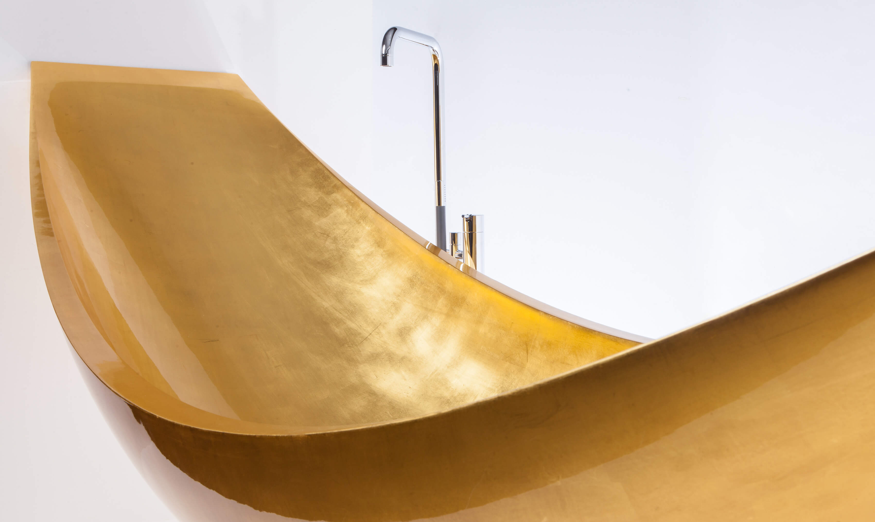 Gilded bath in 24 carrot gold manufactured by Splinterworks